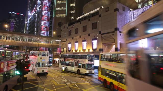 vidéos et rushes de ws pov street traffic as seen from moving tram / hong kong, china - ligne de tramway