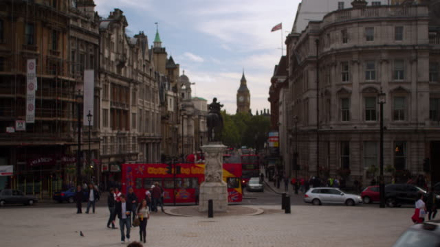 street traffic by trafalgar square - double decker bus stock videos & royalty-free footage