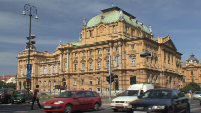 ws street traffic in front of national theater / zagreb, croatia - zagreb stock videos and b-roll footage