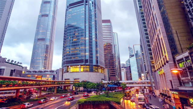 stockvideo's en b-roll-footage met straat traffic in hong kong's nachts - hong kong