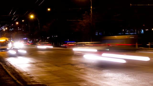 straße verkehr, zeitraffer - trolleybus stock-videos und b-roll-filmmaterial