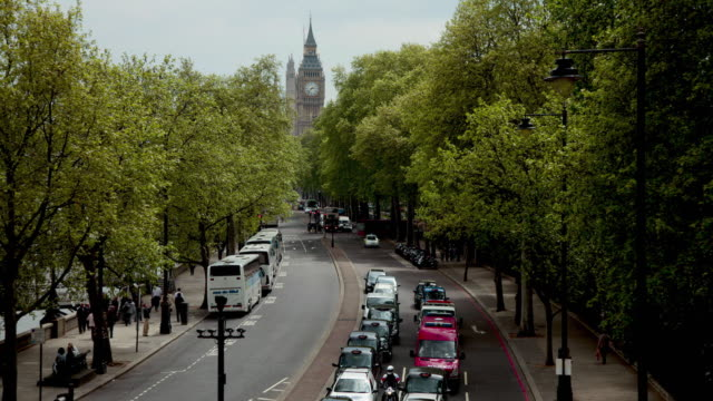 T/L WS HA Street traffic with Big Ben in background / London, UK