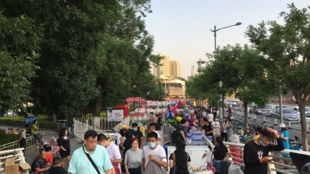street venders are crowded on the pedestrian's walkway to boost the economy and cope with the unemployment problems caused by the covid19 chinese... - chinese ethnicity stock videos & royalty-free footage