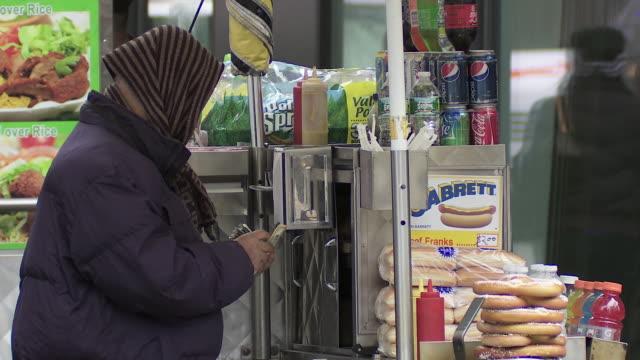 A street vendor count his money.