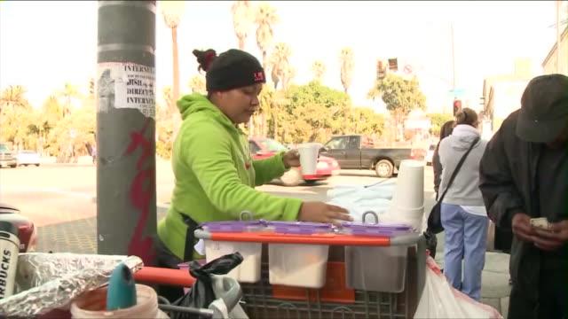 vidéos et rushes de ktla street vendors in los angeles - vendeur ambulant