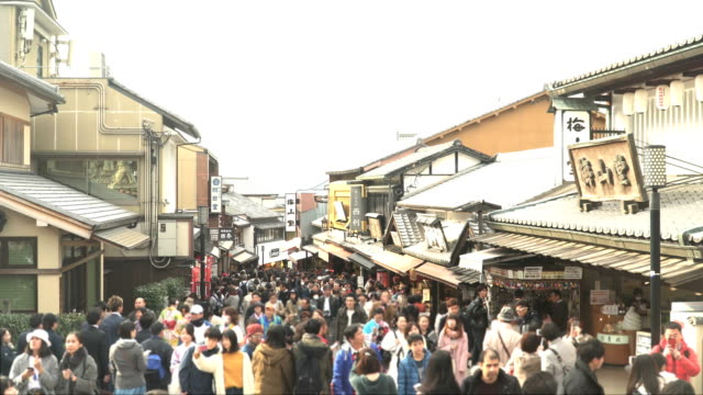 street view among crowds in old shopping town kyoto in winter - kyoto prefecture stock videos and b-roll footage
