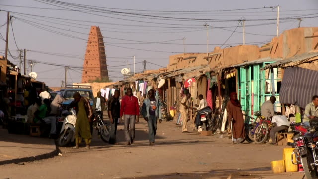 street view and shops. niger, agadez. - ニジェール点の映像素材/bロール