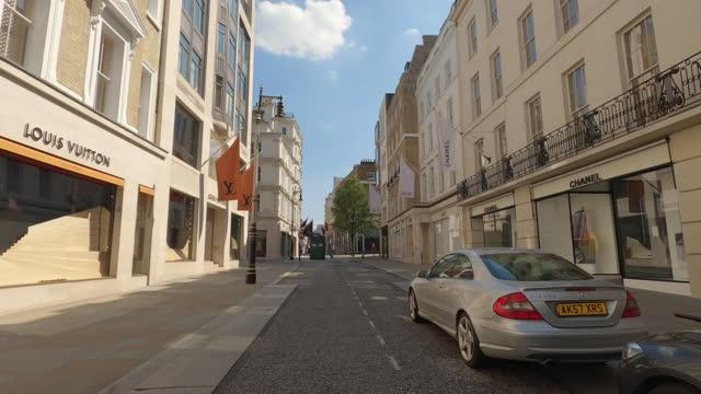 vidéos et rushes de street view of london during coronavirus (covid 19) by bicycle london 140 - new bond street part 3 - 4k - town