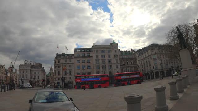 street view of london during coronavirus (covid 19) by bicycle london 18 - trafalgar square part 3 - 4k - local landmark stock videos & royalty-free footage