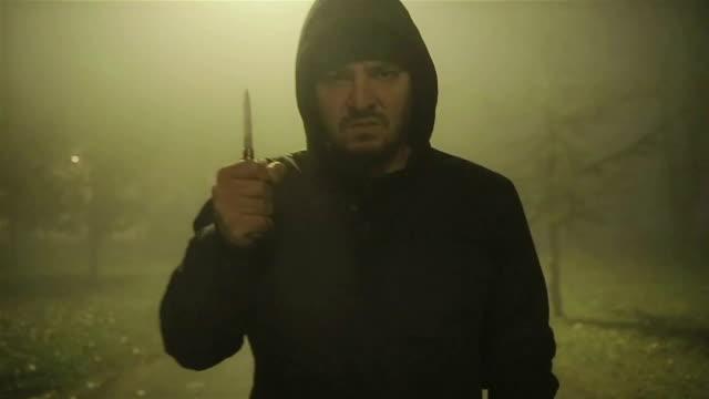 vídeos de stock e filmes b-roll de street violence - bandido