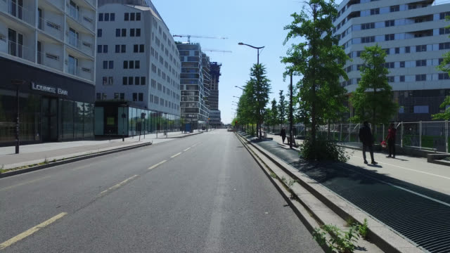 street with office buildings with only four pietion and without traffic may 6 2020 in paris francemay 6 2020 in paris france - four people stock videos & royalty-free footage
