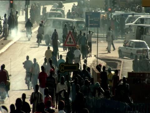 ws street with traffic and pedestrians near kigali market / kigali, rwanda - ルワンダ点の映像素材/bロール