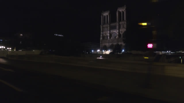 street with view of notre dame cathedral, with only a few cars and a few pedestrians, after 11:00 p.m. on a thursday. petit pont-monseigneur... - point of view stock videos & royalty-free footage