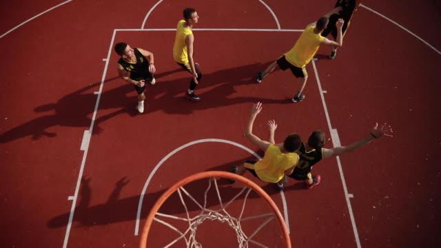 vidéos et rushes de match de streetball sur cour - streetball