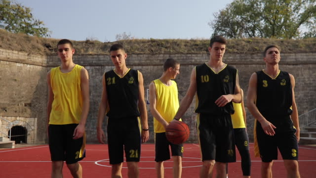 streetball team leaving court - squadra sportiva video stock e b–roll