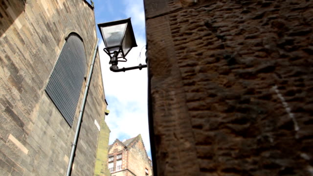 streetlamp and rooftops from an alleyway in historic old town - edinburgh castle stock videos & royalty-free footage