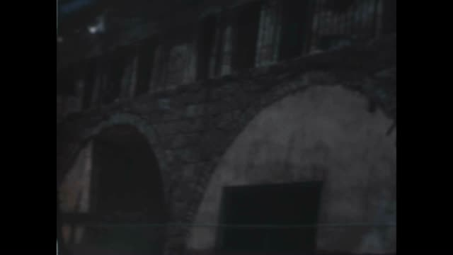 stockvideo's en b-roll-footage met streets and buildings of the meah shearim neighborhood of jerusalem 1948 - orthodox jodendom