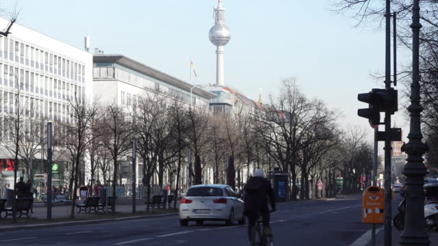 streets, crossing and pavements in berlin general views on february 07, 2019 in berlin, germany. - gesamtansicht stock-videos und b-roll-filmmaterial