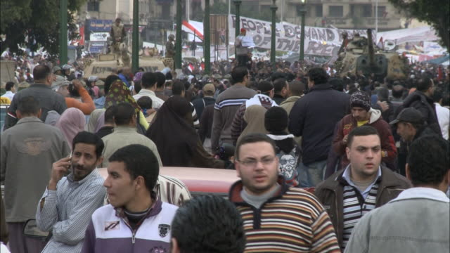ZI Streets crowded with pedestrians heading to Tahrir Square for Mubarak's speech / Cairo Egypt
