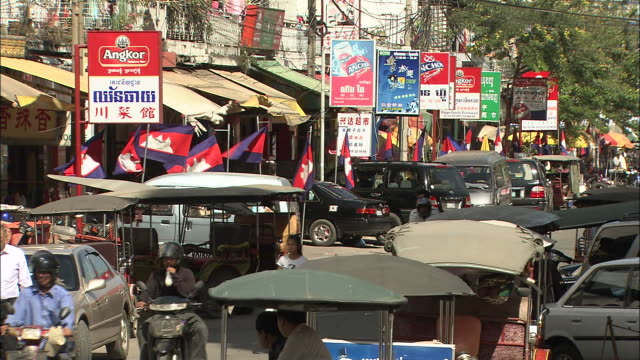 streets in the city of phnom penh: long shot. - phnom penh stock videos and b-roll footage