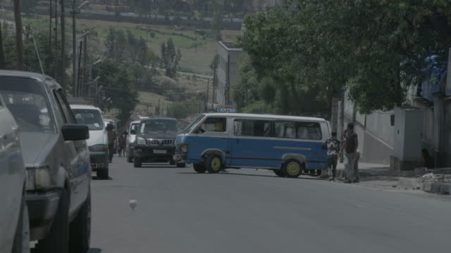 streets of addis ababa - horn von afrika stock-videos und b-roll-filmmaterial