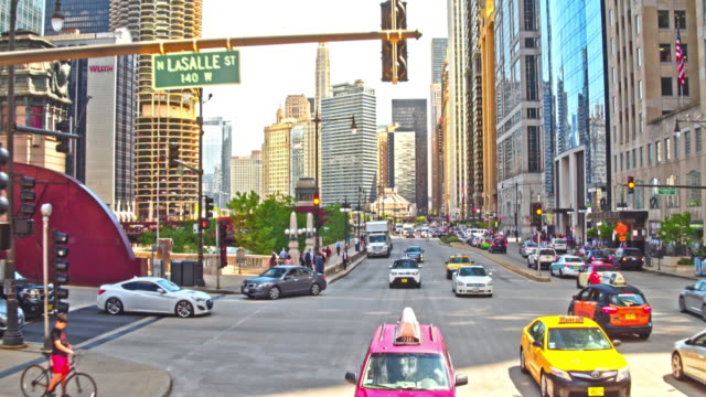 stockvideo's en b-roll-footage met straten van chicago - chicago illinois