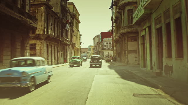 streets of havana at sunset - cuba video stock e b–roll