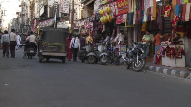 vídeos y material grabado en eventos de stock de streets of jammu - letrero de tienda