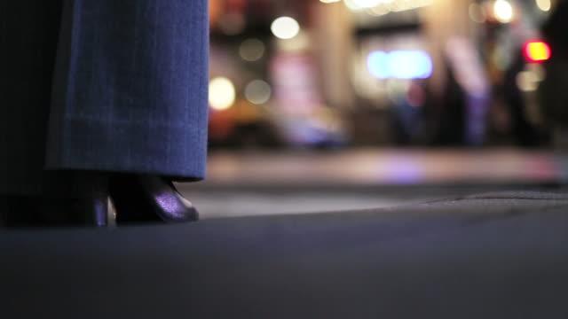 Rues de New York dans la nuit Femme d'affaires