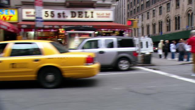 vídeos y material grabado en eventos de stock de pov / streets of new york city / new york city, new york, united states - letrero de tienda