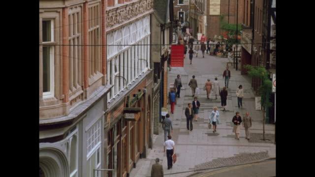 1981 - streets of nottingham - ノッティンガム点の映像素材/bロール