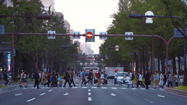 大阪 (スローモーション) の通り - 大阪駅点の映像素材/bロール