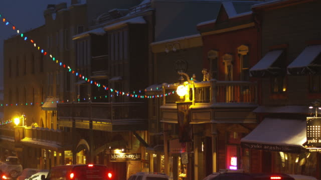 streets of park city, utah at night - park city utah video stock e b–roll