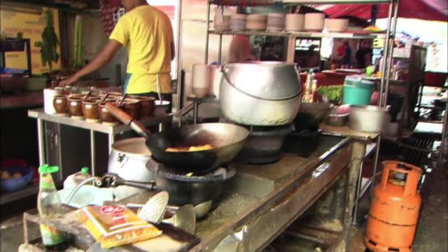 vidéos et rushes de streetscape in malaysia - huile de table