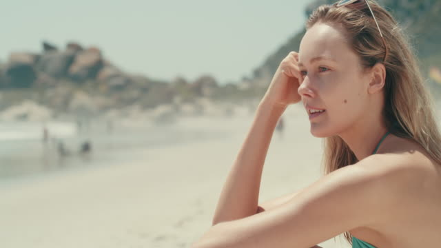 stressfrei, wie es sein kann - blondes haar stock-videos und b-roll-filmmaterial