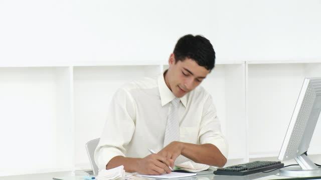ms pan stressed businessman doing paperwork at desk / cape town, western cape, south africa - skjorta och slips bildbanksvideor och videomaterial från bakom kulisserna