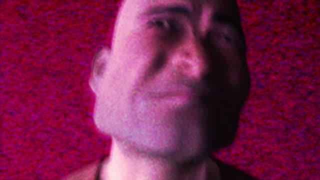 vídeos de stock e filmes b-roll de stress homem desesperado a (alpha matte versão - matte image technique