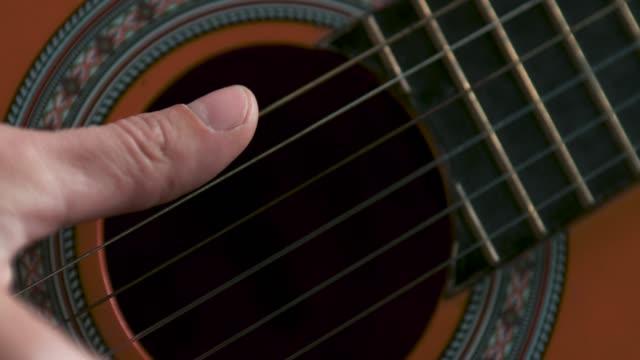 和音を打つ - ギタリスト点の映像素材/bロール
