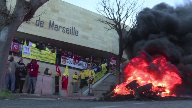 A strike by French prison guards continues despite talks with the government over demands for better security and pay