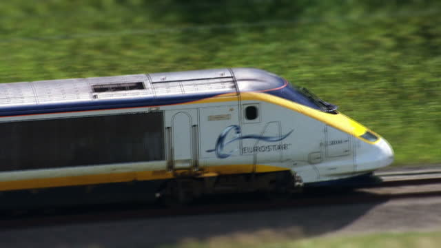 strikes planned for tomorrow and friday by southern rail workers have been called off to allow time for more talks but rail passengers still face the... - eurostar stock-videos und b-roll-filmmaterial