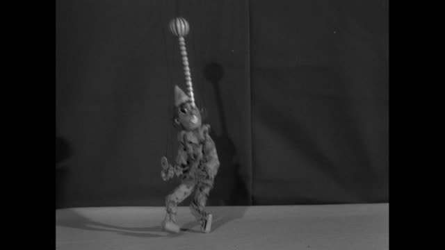 string puppets dancing; 1956 - pupazzo video stock e b–roll