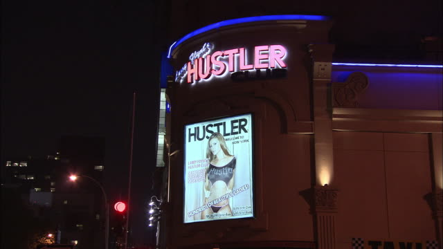 vidéos et rushes de ms, strip club larry flynt's hustler club neon sign, new york city, new york, usa - peep show