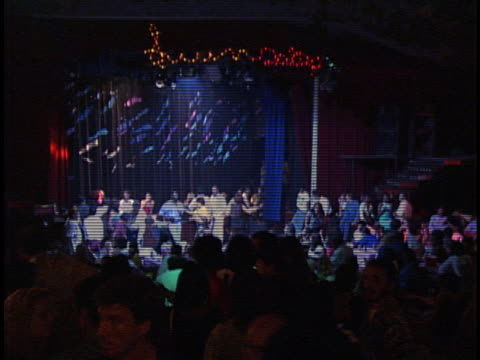strobe lights flash in a cuban nightclub. - サルサダンス点の映像素材/bロール