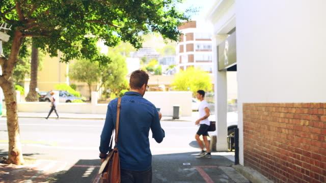 大都会の散策 - 後ろ姿点の映像素材/bロール