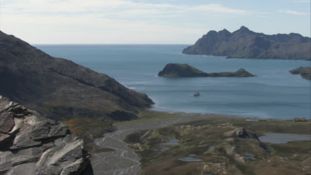 ws, ha, pan, stromness bay, south georgia island - insel south georgia island stock-videos und b-roll-filmmaterial