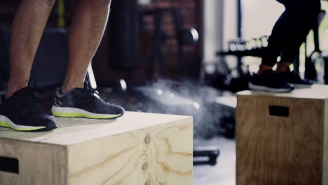 強い体は空から落ちない - 自制心点の映像素材/bロール