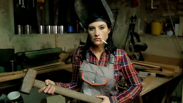 strong woman whit hammer,portrait - bricolage video stock e b–roll