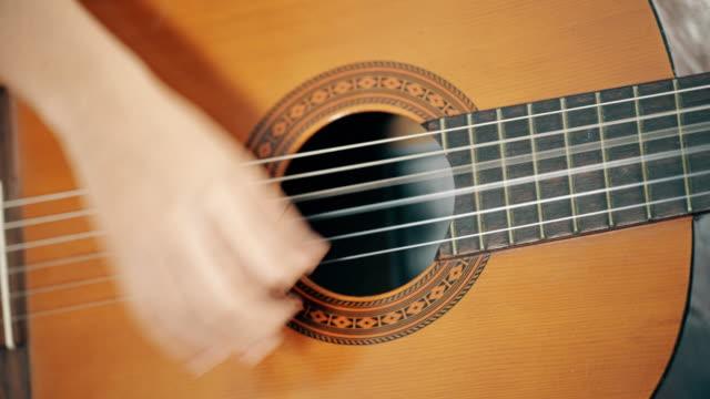 guitare acoustique struming