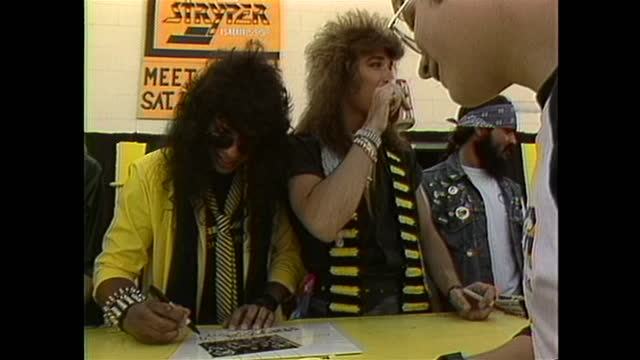 vídeos y material grabado en eventos de stock de stryper, an american christian metal band holds a meet and greet with their fans, signing albums and other memorabilia. - music or celebrities or fashion or film industry or film premiere or youth culture or novelty item or vacations