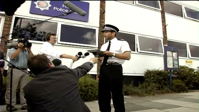 michael barrymore not charged; chief superintendent john mauger speaking to press in front of harlow police station - michael barrymore stock-videos und b-roll-filmmaterial